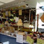 チーズやサラミの量り売り