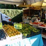 野菜コーナーも。kgあたり単価、安い!