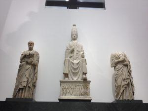 ボニファティウス8世像(中)