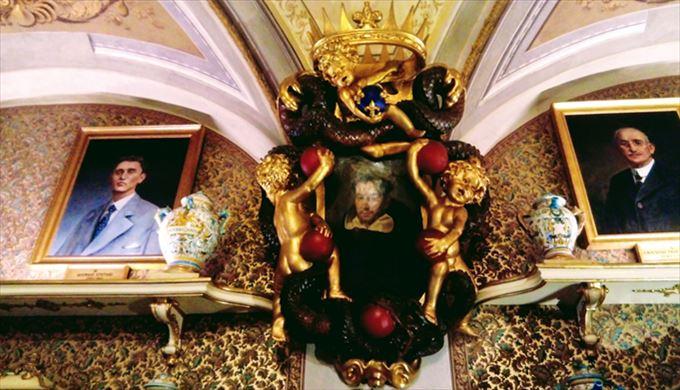 聖ピエトロ・マルティレの肖像が入ったメディチ家の紋章盾