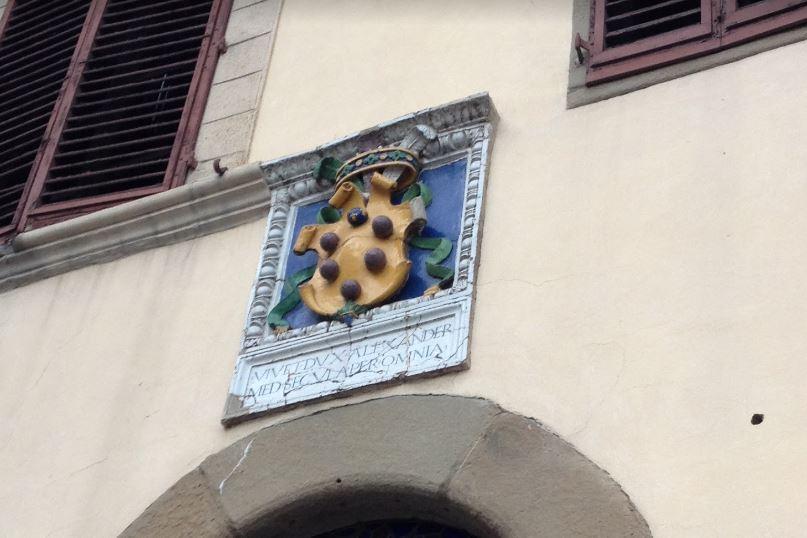 メディチの紋章③ボールが6つ+冠+羽