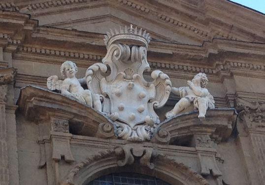 メディチの紋章④ボールが6つ+王冠