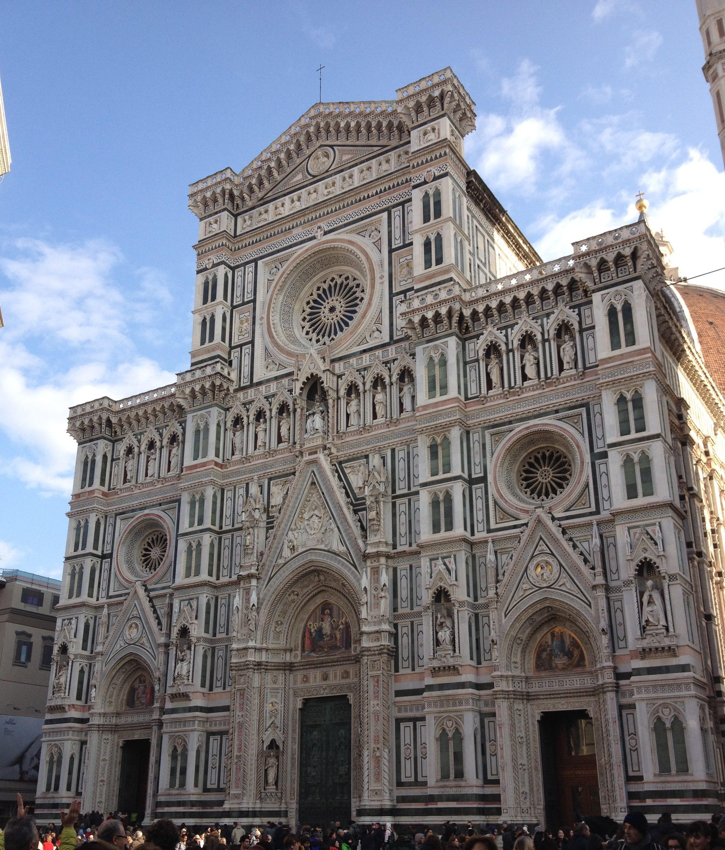 フィレンツェのドゥオモ(サンタ・マリア・デル・フィオーレ大聖堂)のファサード