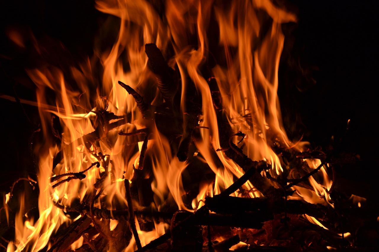 虚飾のかがり火