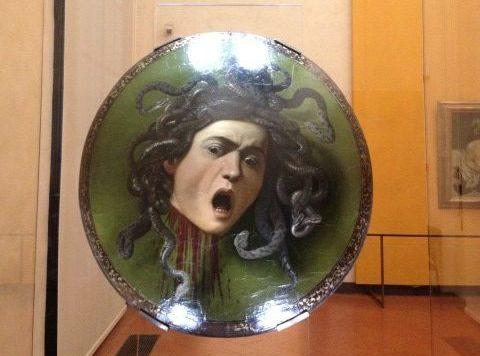 メドゥーサの頭のある盾 カラヴァッジョ, 1598頃 ウフィツィ美術館, フィレンツェ