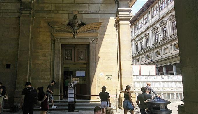 ウフィツィ美術館予約者用チケット引き換え窓口3番 Via Lambertesca, 2